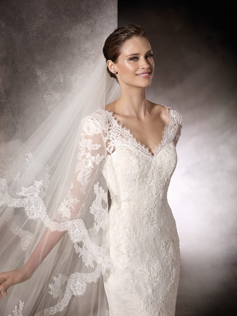 Pronovias Kay, Slinky lace wedding dress