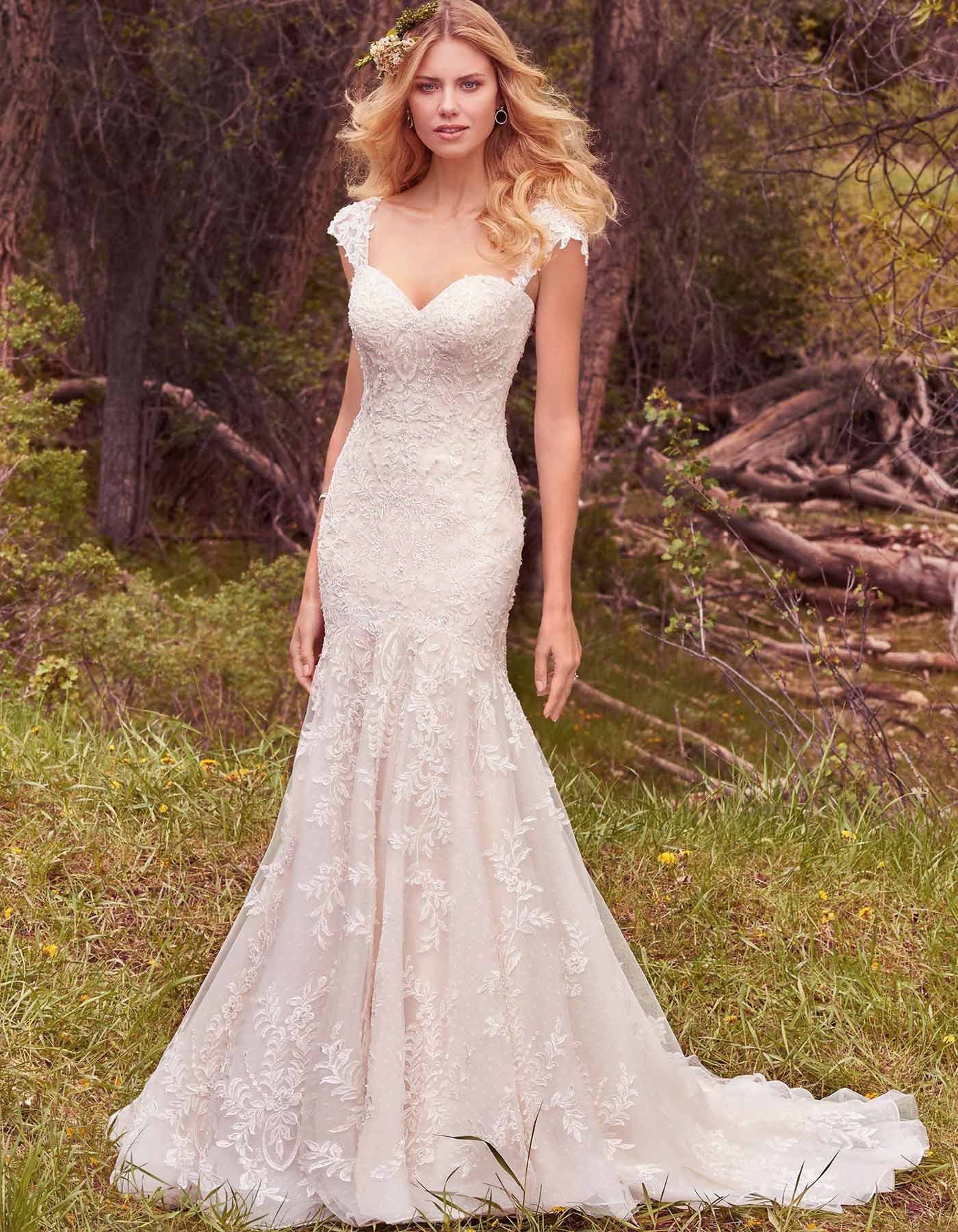 Lace, sweetheart wedding dress. Maggie Sottero, Larissa