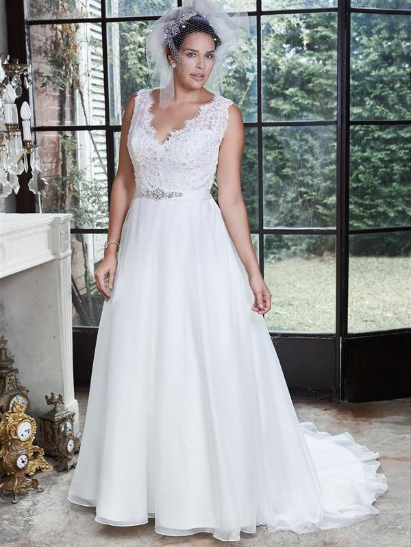 Dressing your curves 10 maggie sottero plus size wedding for Wedding dresses for short curvy brides