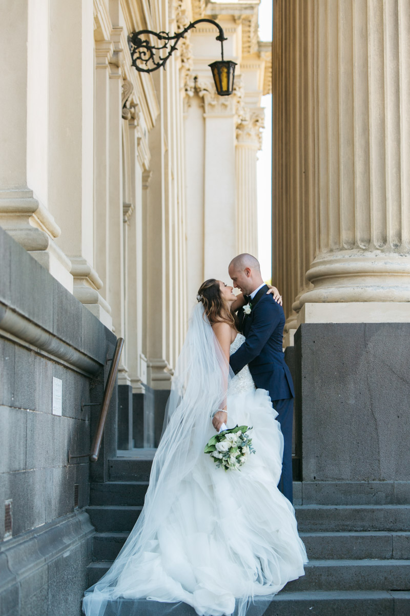 bride and groom kissing photo Parliament Melbourne