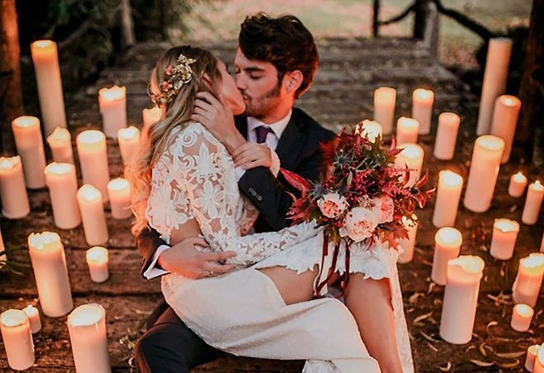 wedding photo, couple kissing
