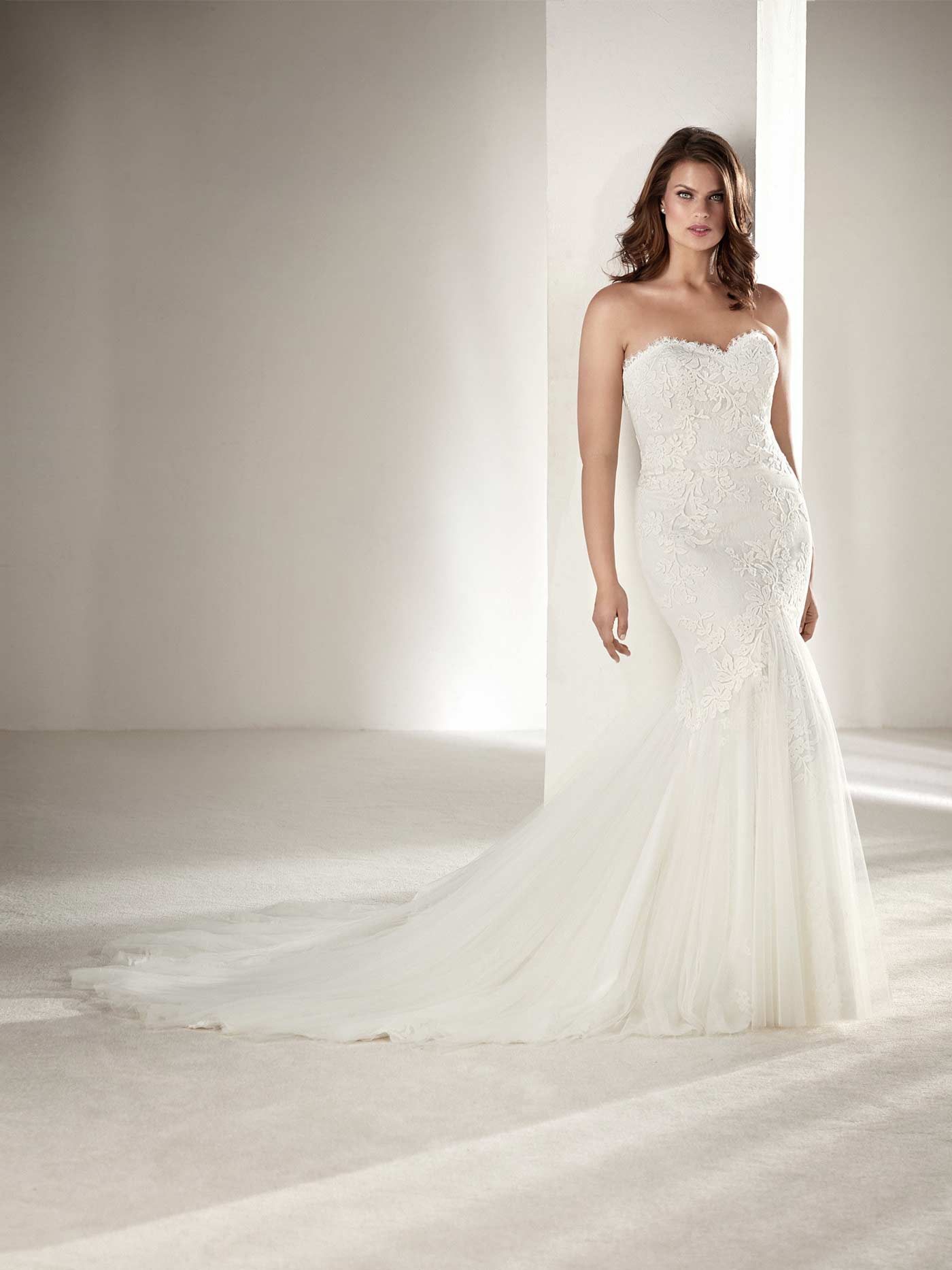 Plus size wedding dresses | Curve Collection