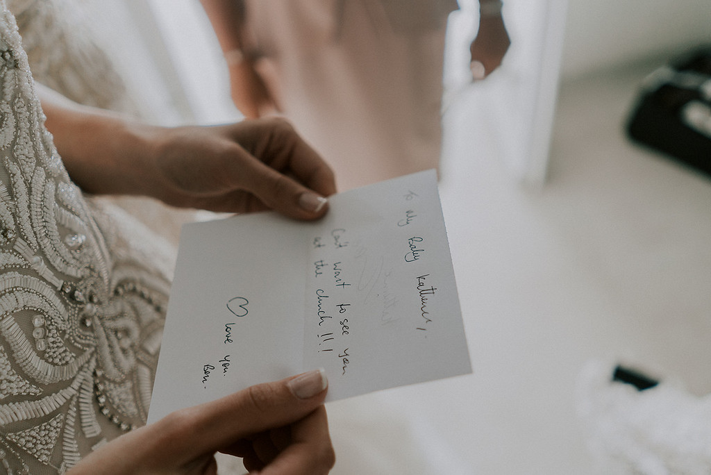 wedding photography bride reading love note
