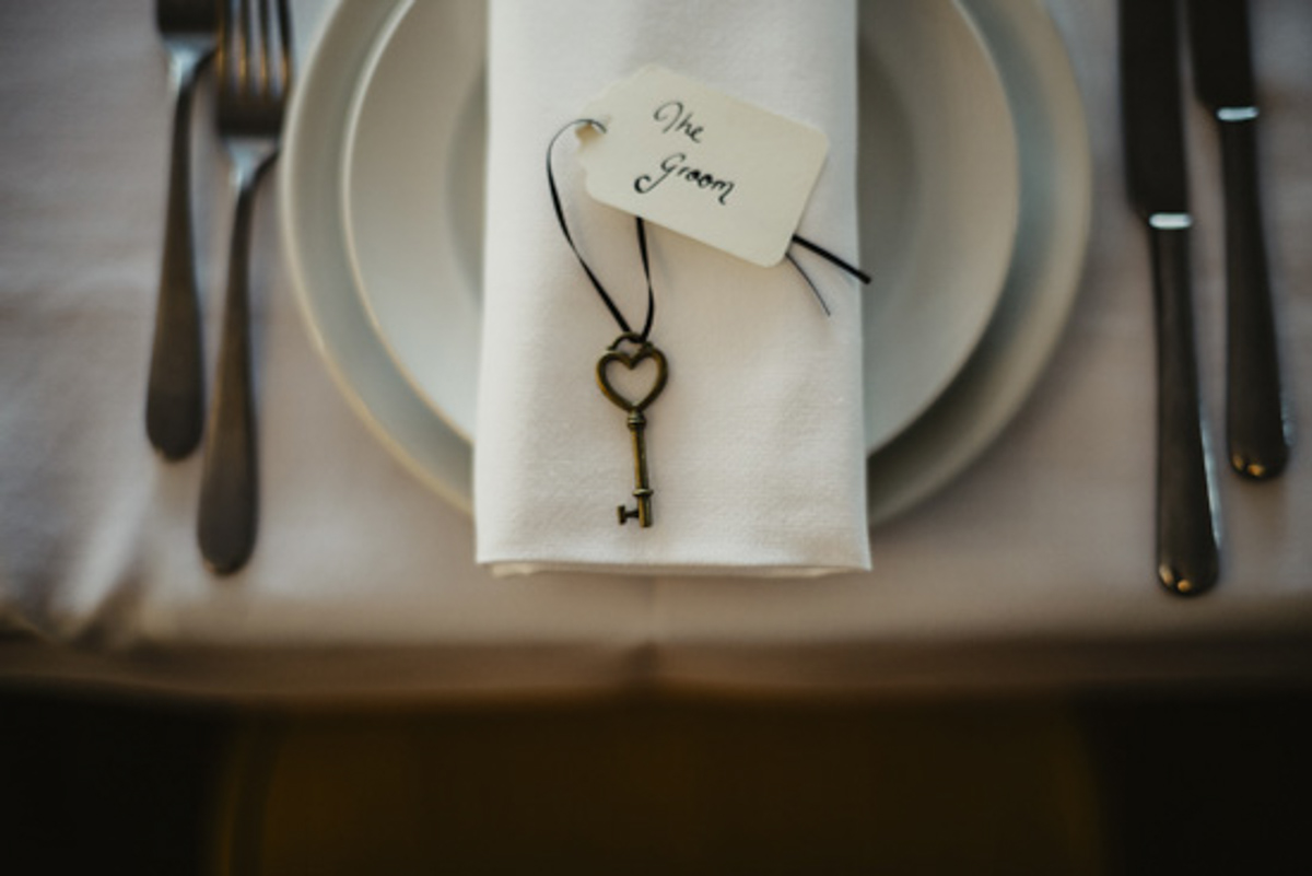 wedding table setting tag with key photo