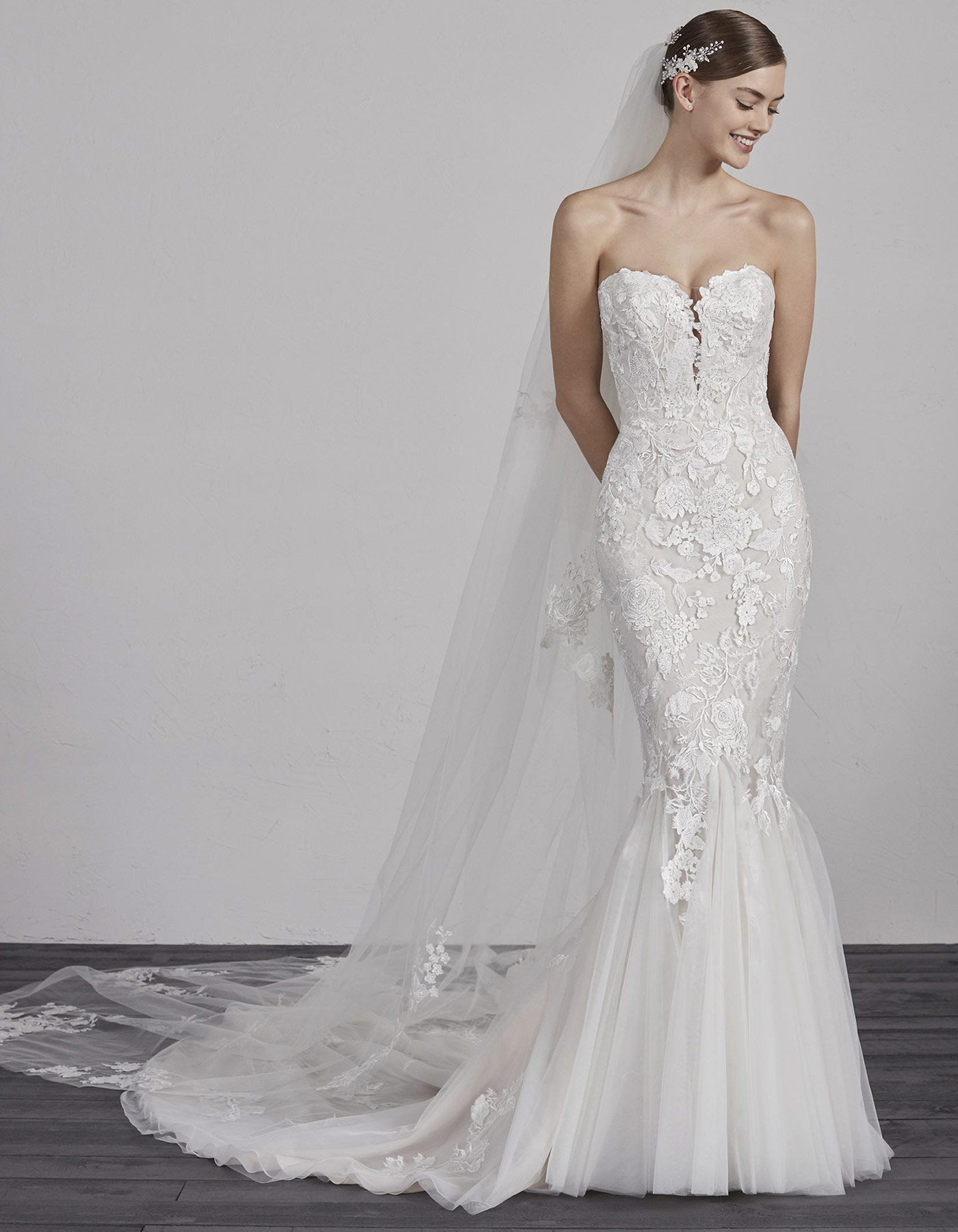 Lace sweetheart neckline plus size wedding dress